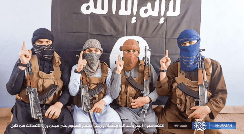 """Các tay súng IS thời còn """"làm mưa làm gió"""". Ảnh: AFP"""