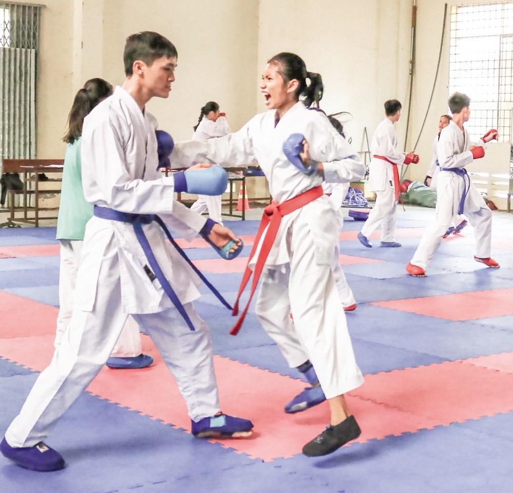 Các võ sĩ Karatedo Cần Thơ tập luyện chuẩn bị cho các giải đấu sắp tới.