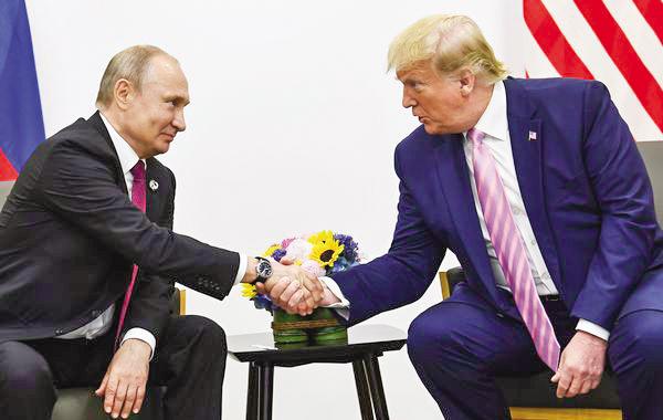 Tổng thống Putin (trái) và Tổng thống Trump trong cuộc gặp tại Nhật Bản năm 2019. Ảnh:  AFP