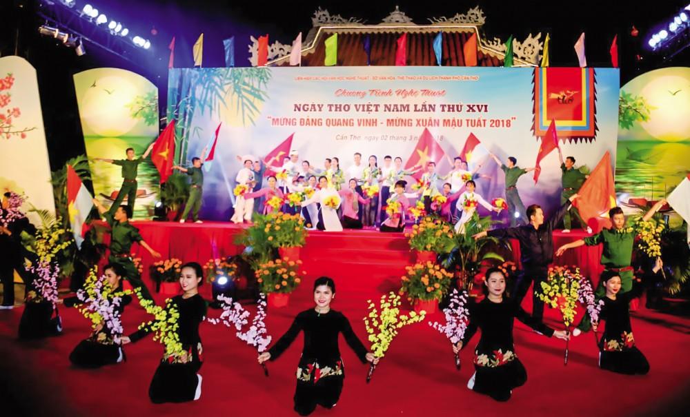 Tại Việt Nam, Rằm tháng Giêng còn được gọi là Tết Nguyên tiêu và cũng được chọn là Ngày thơ Việt Nam. Trong ảnh: Cần Thơ tổ chức Ngày thơ Việt Nam lần thứ XVI. Ảnh: DUY KHÔI