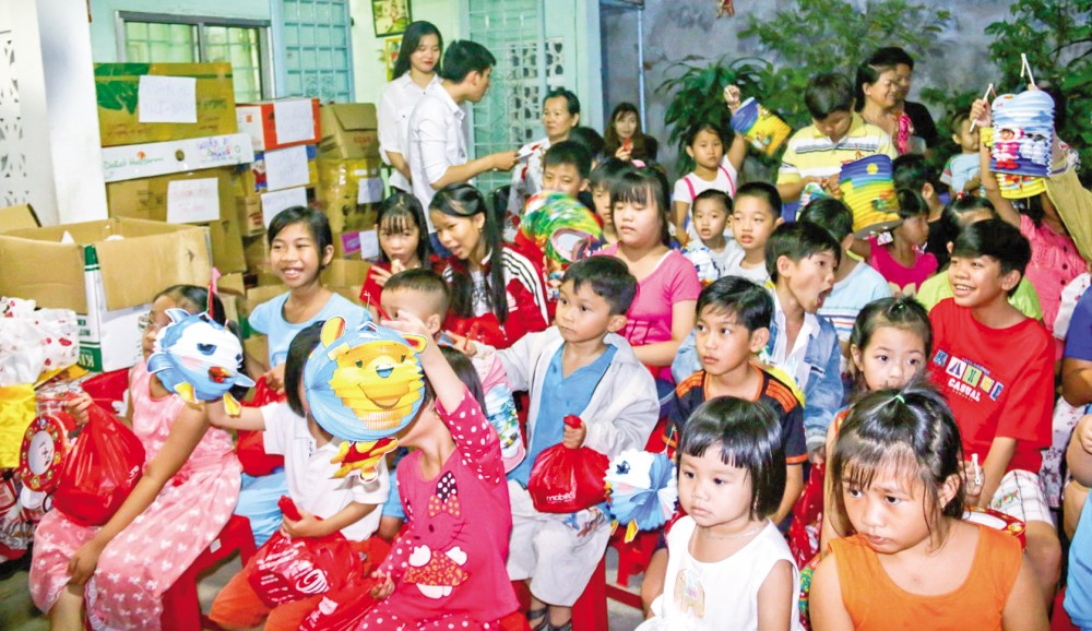 Trẻ em vui hội trăng rằm vào dịp Rằm tháng Tám - Tết Trung thu. Ảnh: DUY KHÔI