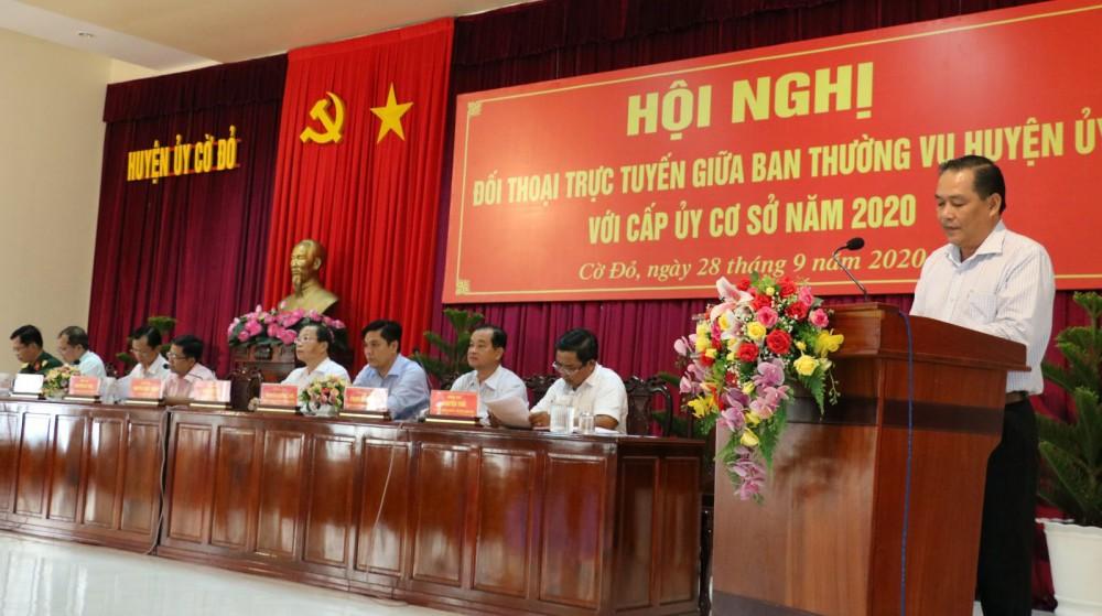 Các đại biểu tham dự Hội nghị đối thoại trực tuyến giữa BTV Huyện ủy với cấp ủy cơ sở.