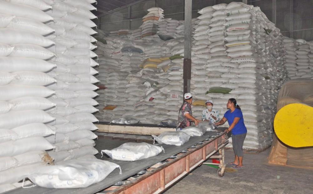 Chế biến gạo xuất khẩu tại Công ty CP Nông nghiệp công nghệ cao Trung An.
