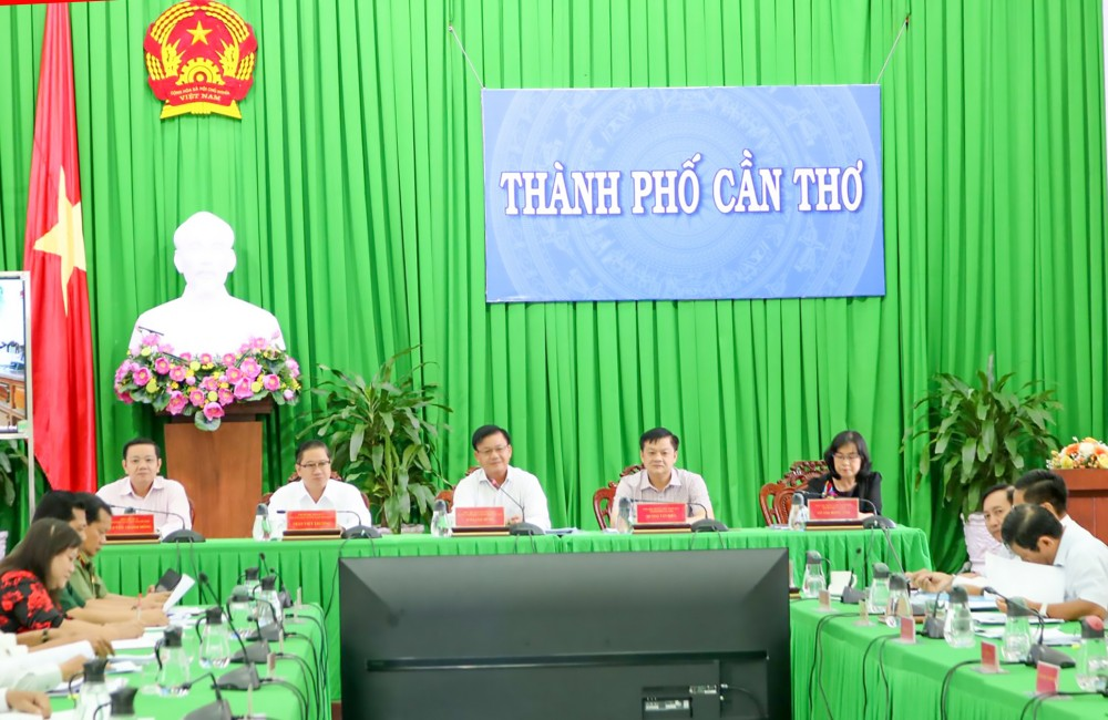 Các đại biểu tham dự phiên họp.