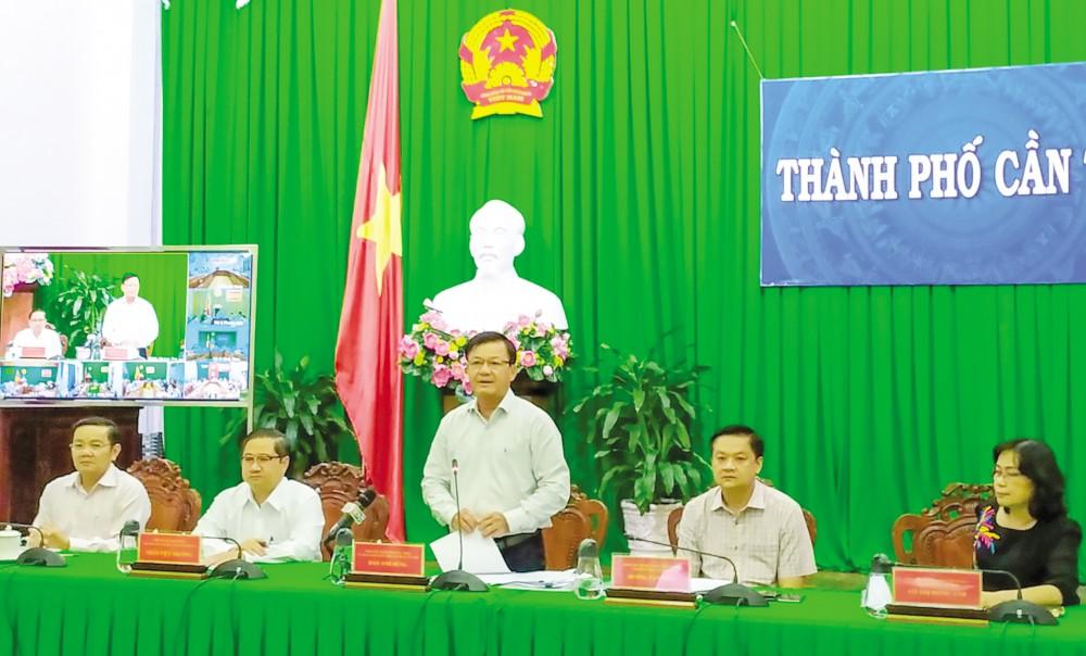 Phó Chủ tịch Thường trực UBND TP Cần Thơ Đào Anh Dũng phát biểu tại phiên họp. Ảnh: KHÁNH TRUNG