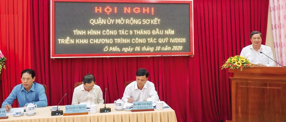 Đồng chí Phạm Văn Hiểu, Phó Bí thư Thường trực Thành ủy, Chủ tịch HĐND thành phố, phát biểu chỉ đạo tại hội nghị.  Ảnh: ANH DŨNG