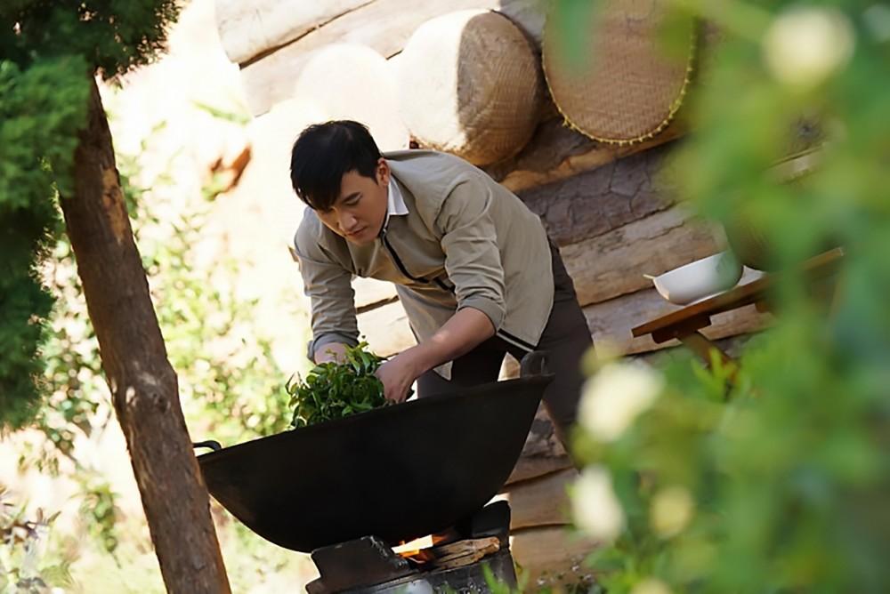 Vượt qua mọi khó khăn, Minh Quân (Hà Trí Quang) giữ nghề trà của gia đình.