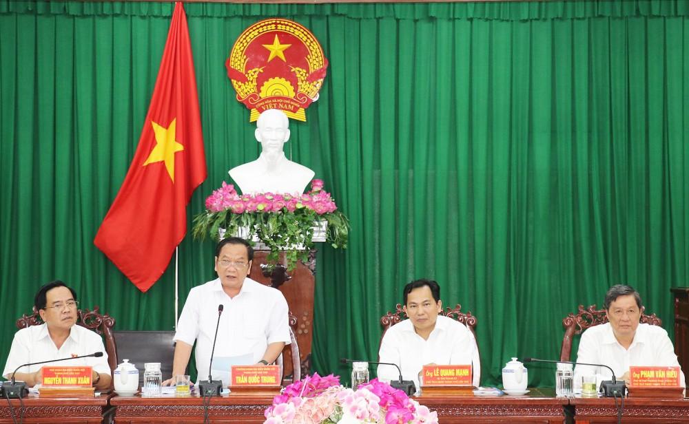 Ông Trần Quốc Trung, Ủy viên Ban chấp hành Trung ương Đảng, Trưởng Đoàn ĐBQH thành phố phát biểu tại cuộc họp.