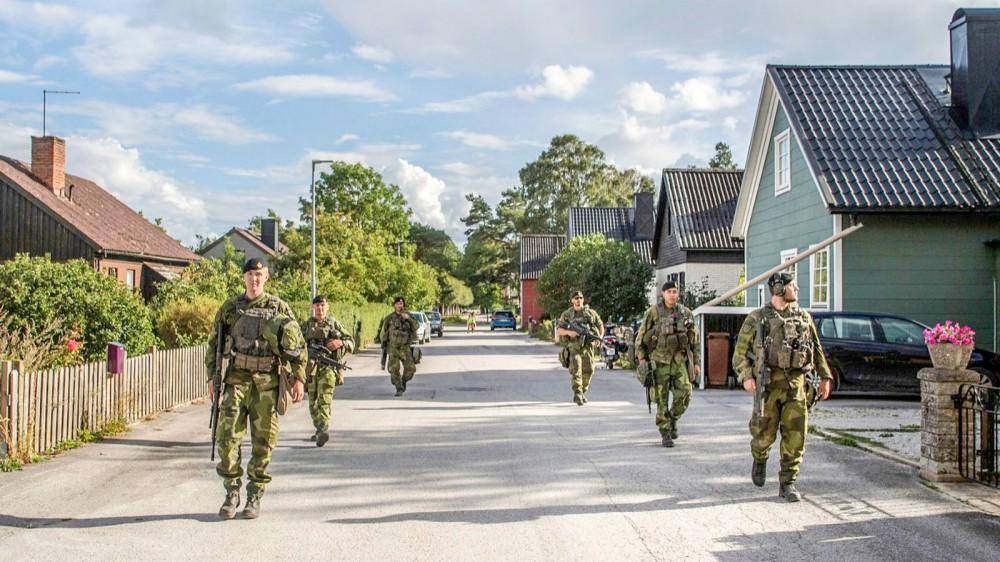 Lính Thụy Điển tuần tra trên đảo Gotland. Ảnh: AFP