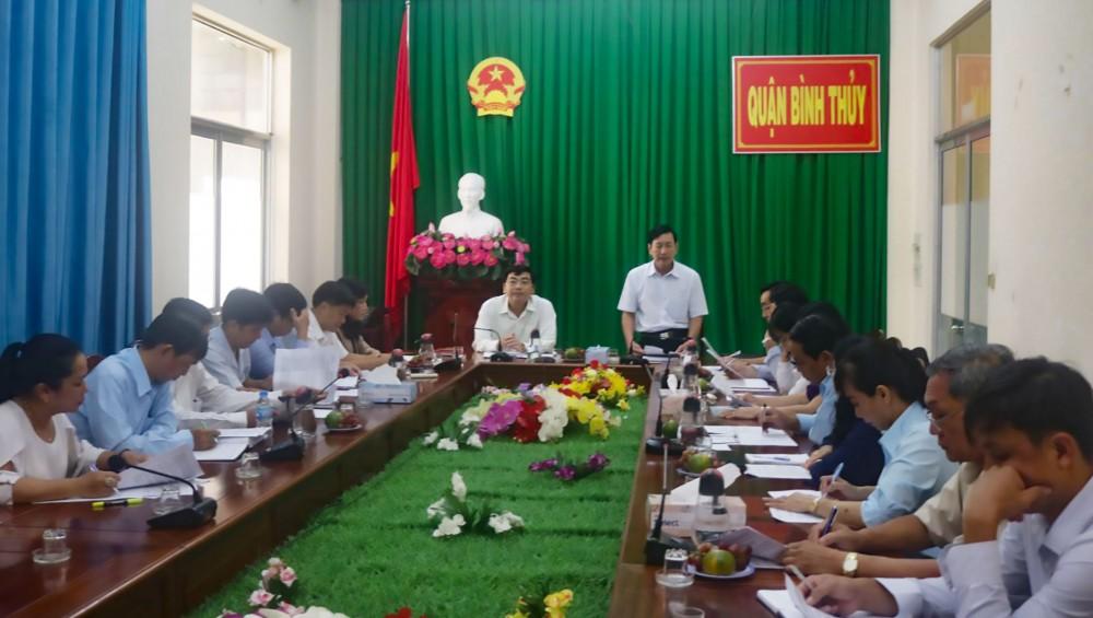 Ông Đinh Trung Trực, Phó Chủ tịch Ủy ban MTTQVN TP Cần Thơ, Trưởng đoàn giám sát, phát biểu tại buổi giám sát ở quận Bình Thủy.