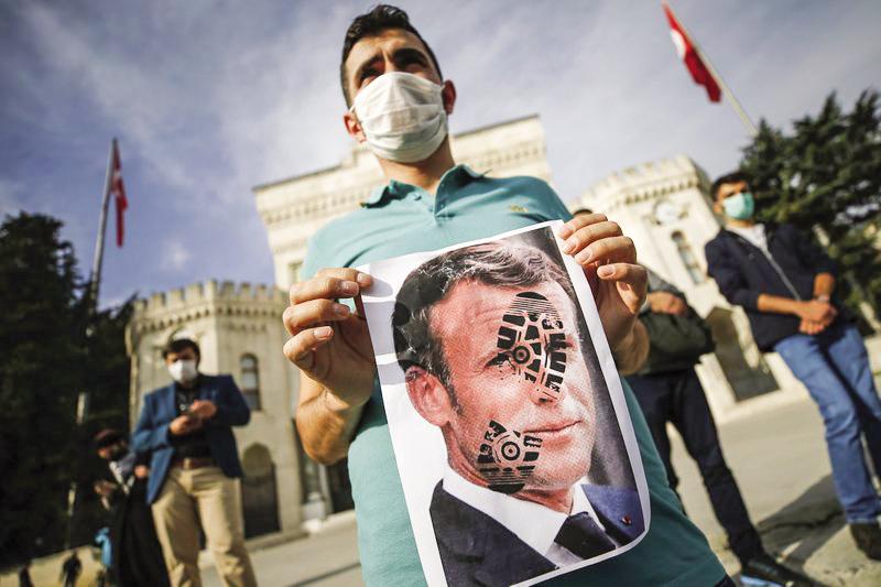 Biểu tình chống Pháp ở Thổ Nhĩ Kỳ hôm 25-10. Ảnh: AP