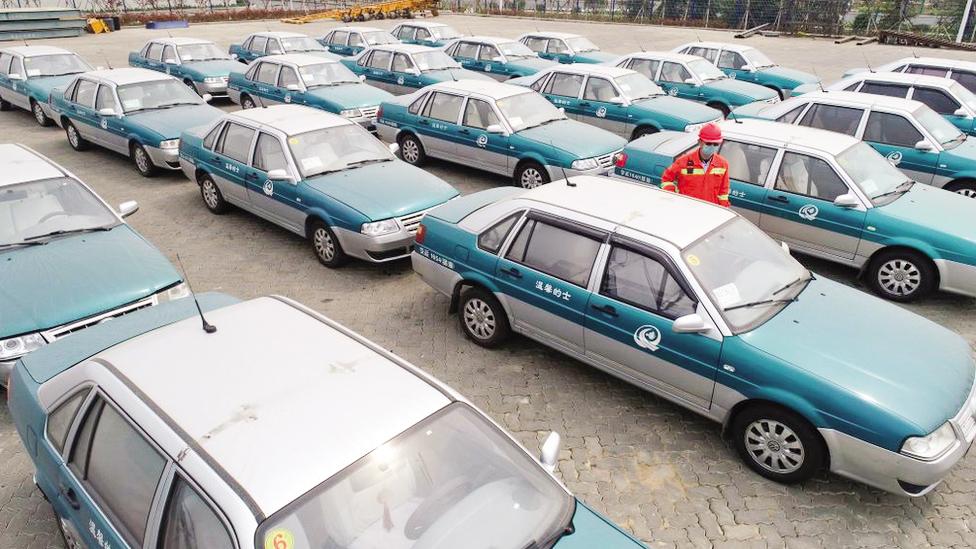 Những chiếc xe hơi Trung Quốc đã qua sử dụng chuẩn bị xuất sang châu Phi.