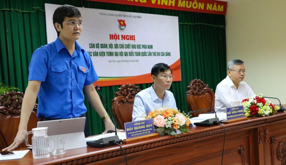 Anh Bùi Quang Huy, Bí thư Trung ương Đoàn, Chủ tịch Trung ương Hội Sinh viên Việt Nam gợi ý thảo luận một số vấn đề góp ý vào dự thảo Văn kiện.