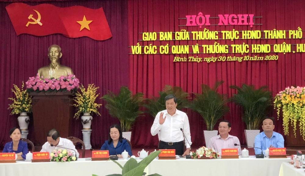 Đồng chí Phạm Văn Hiểu, Phó Bí thư Thường trực Thành ủy, Chủ tịch HĐND TP Cần Thơ, phát biểu kết luận hội nghị.
