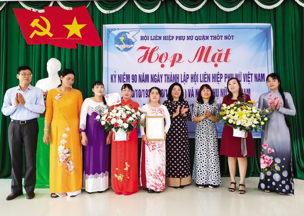 """Hội LHPN quận Thốt Nốt tổ chức lễ ra mắt Câu lạc bộ """"Nữ doanh nhân""""."""