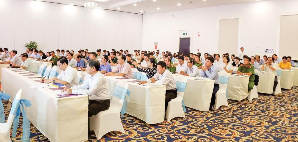 Các đại biểu tham dự Hội nghị triển khai, phổ biến văn bản luật.