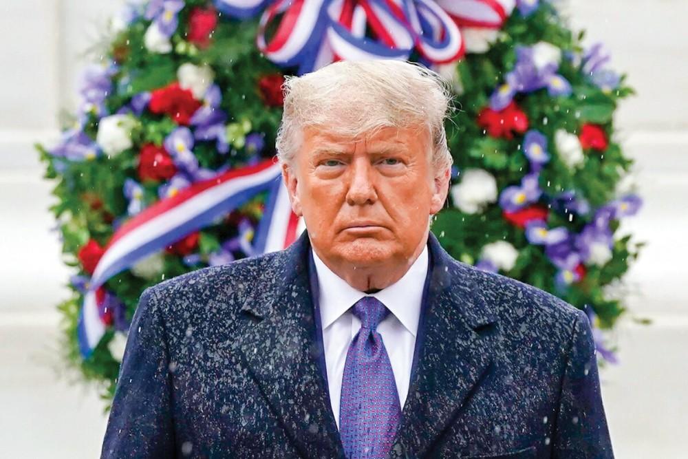 Tổng thống Trump dự lễ đặt vòng hoa nhân ngày Cựu chiến binh 11-11 tại Nghĩa trang Quốc gia Arlington. Ảnh: UPI