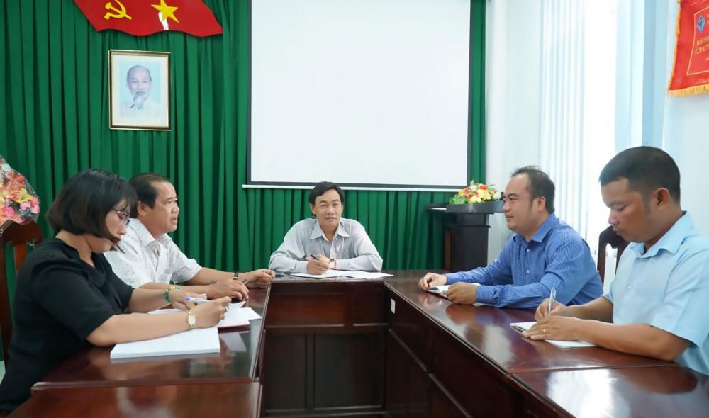 Cấp ủy Chi bộ Công ty cổ phần Cấp nước Trà Nóc - Ô Môn họp triển khai nhiệm vụ đưa Nghị quyết Đại hội chi bộ vào thực tế.
