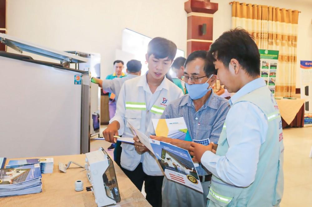 Người dân và doanh nghiệp TP Cần Thơ ngày càng quan tâm, tìm hiểu hiệu quả ứng dụng điện mặt trời áp mái...