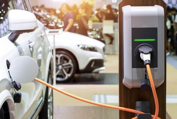 Sạc pin cho ô tô điện. Ảnh: Converse Energy Future