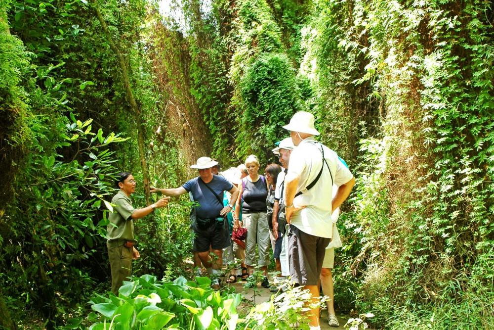 Khách du lịch tại Khu di tích Xẻo Quít, huyện Cao Lãnh, tỉnh Đồng Tháp.