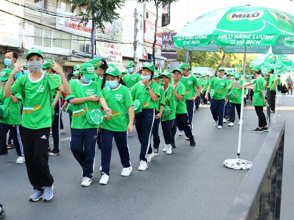 Ngày hội đi bộ vì thế hẹn trẻ năng động tại TP Cần Thơ thu hút hơn 4.000 học sinh tham dự, thực hiện hành trình đi bộ dài hơn 1,2 km xuất phát từ Công viên Lưu Hữu Phước.