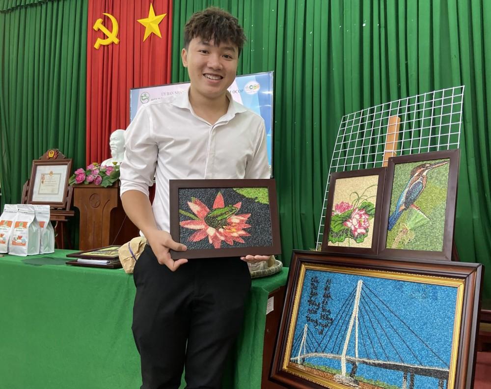 Tranh gạo của chủ thể Khưu Tấn Bửu là một trong ba sản phẩm được thành phố xếp hạng 4 sao.