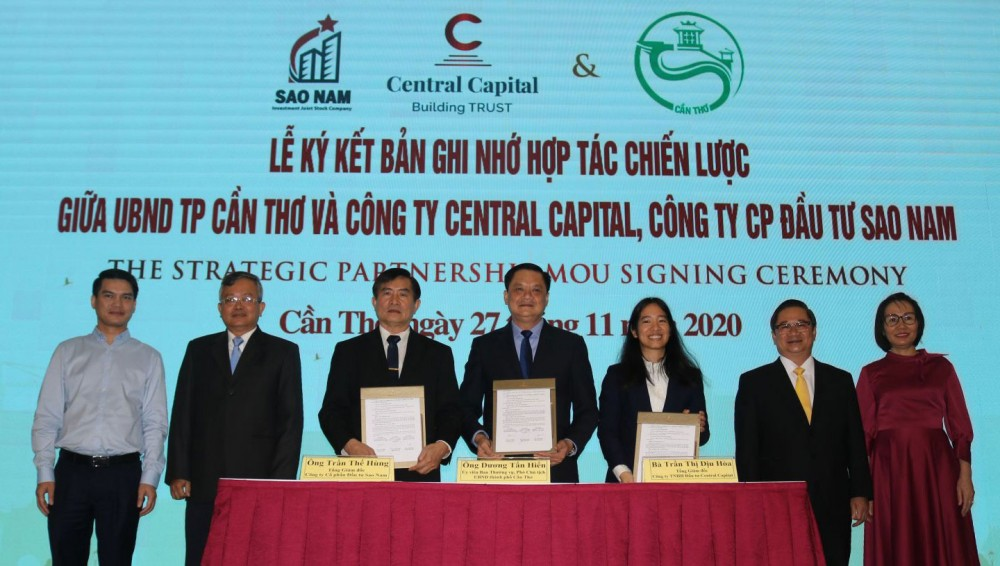 Lãnh đạo UBND TP Cần Thơ cùng lãnh đạo liên danh Công ty TNHH Đầu tư Central Capital và Công ty CP Đầu tư Sao Nam ký kết ghi nhớ hợp tác.