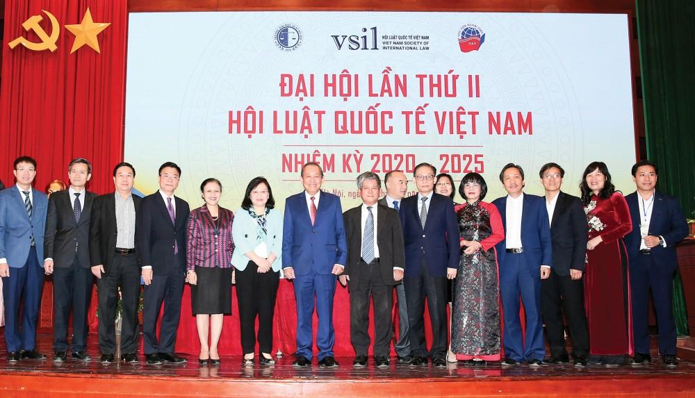 Phó Thủ tướng Thường trực Chính phủ Trương Hòa Bình cùng các đại biểu dự Đại hội. Ảnh: VGP/LÊ SƠN