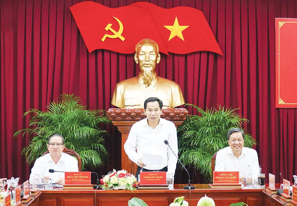 Đồng chí Lê Quang Mạnh, Bí thư Thành ủy phát biểu kết luận hội nghị. Ảnh: ANH DŨNG