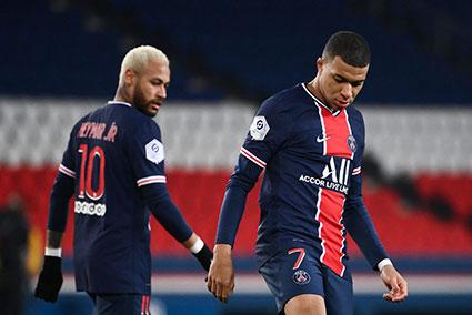 Neymar (số 10) và Mbappe (số 7) - hai cầu thủ đắt giá sẽ giúp PSG vượt qua vòng bảng Champions League? Ảnh: France24
