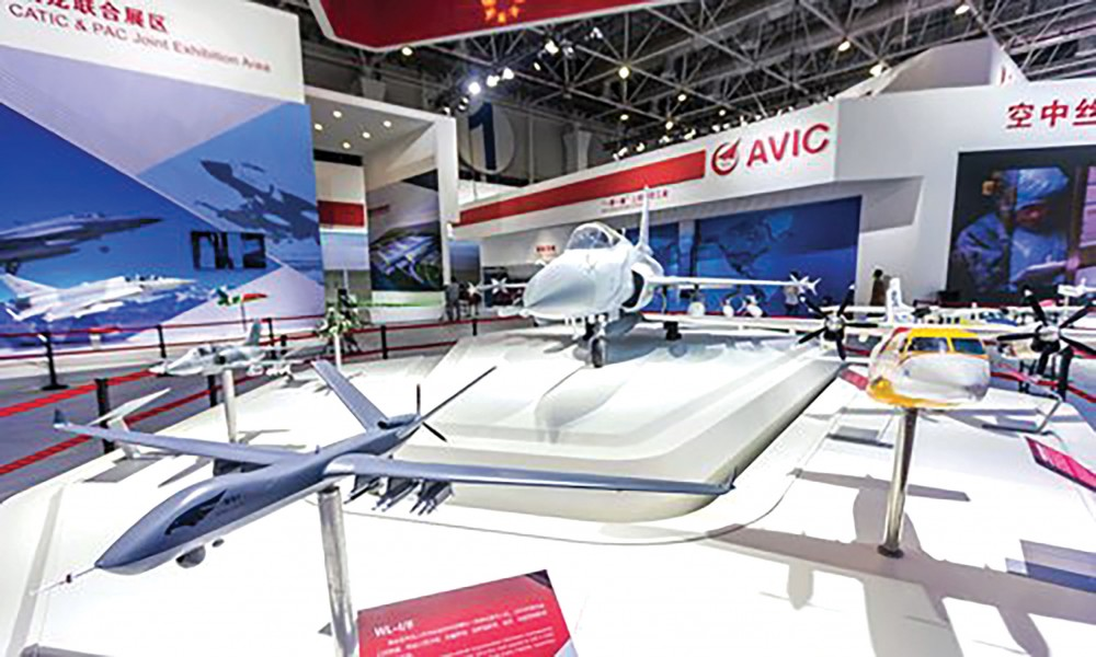 Các mẫu vũ khí của AVIC (Trung Quốc) tại một triển lãm. Ảnh: VCG