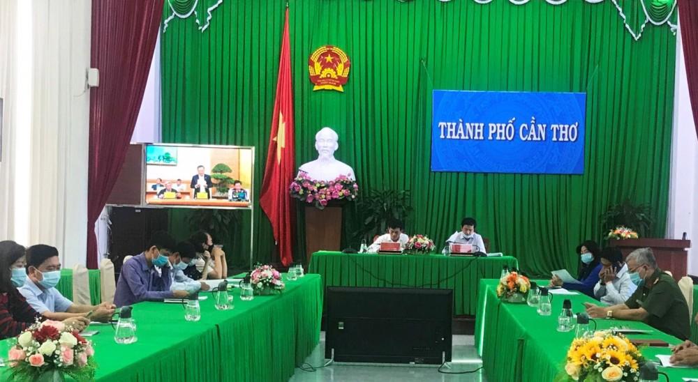 Các đại biểu tham dự Hội nghị trực tuyến tại điểm cầu Cần Thơ.