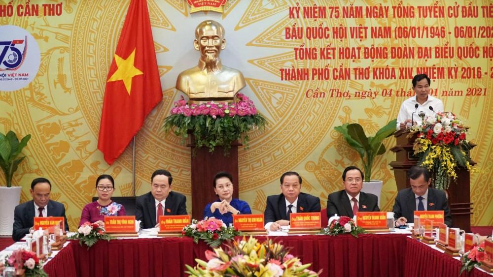 Ông Lê Quang Mạnh, Bí thư Thành ủy Cần Thơ phát biểu tại buổi họp mặt. Ảnh: ANH DŨNG
