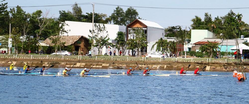 Các VĐV tranh tài môn Canoeing tại Đại hội Thể thao ĐBSCL lần thứ VIII năm 2020.
