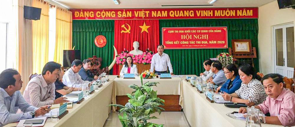 Đồng chí Lê Văn Thành, Ủy viên Ban Thường vụ, Chủ nhiệm Ủy ban Kiểm tra Thành ủy, Trưởng Khối phát biểu tại hội nghị.