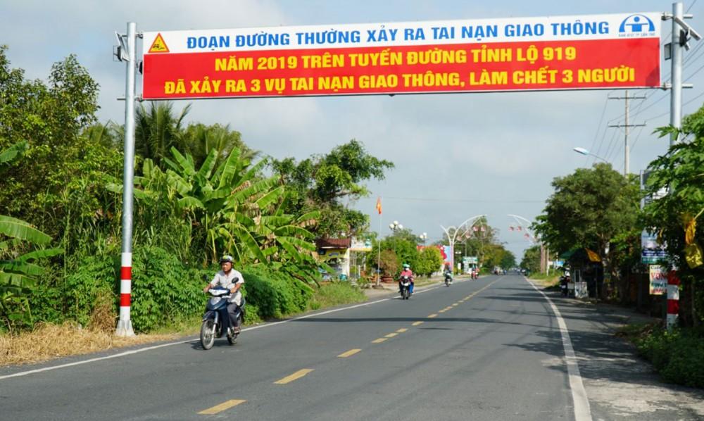 Năm 2020, tuyến Bốn Tổng - Một Ngàn qua địa bàn xã Thạnh Phú xảy ra 3 vụ tai nạn giao thông, làm chết 3 người.