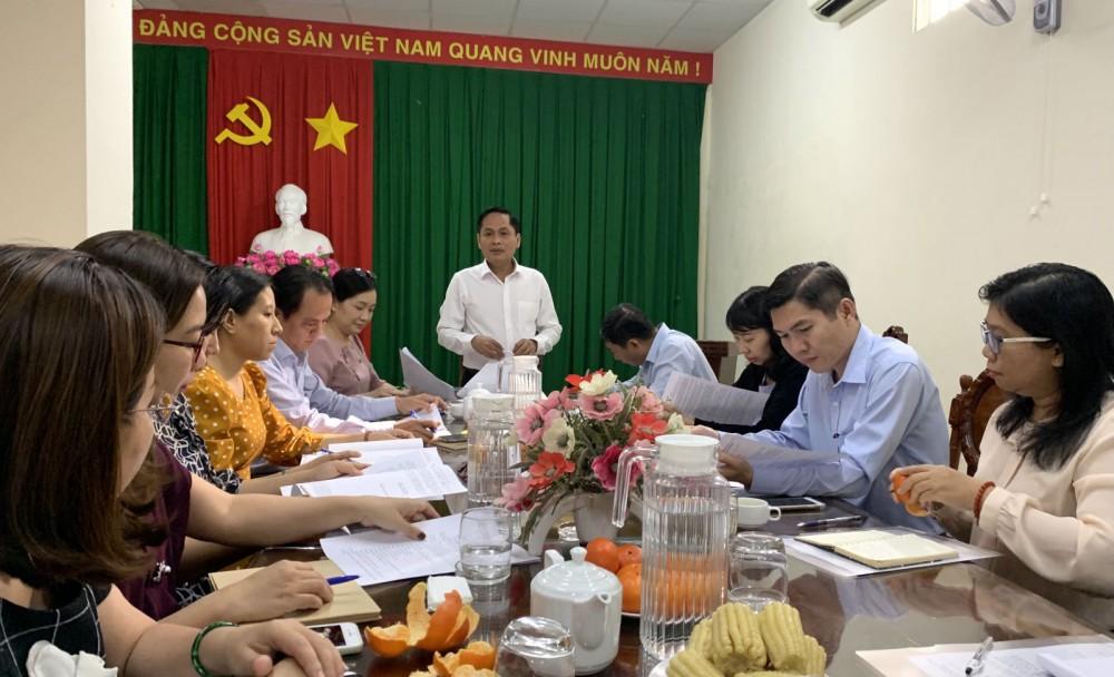 Ông Nguyễn Văn Hồng, Phó Chủ tịch UBND TP Cần Thơ chỉ đạo cuộc họp. Ảnh: N.H
