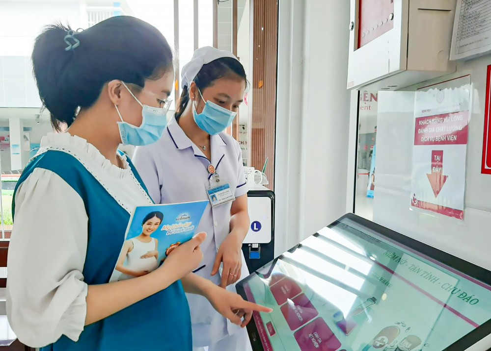 BV Phụ sản TP Cần Thơ bố trí nhiều khu khảo sát ý kiến khách hàng để cải thiện, nâng cao tỷ lệ hài lòng đối với BV.