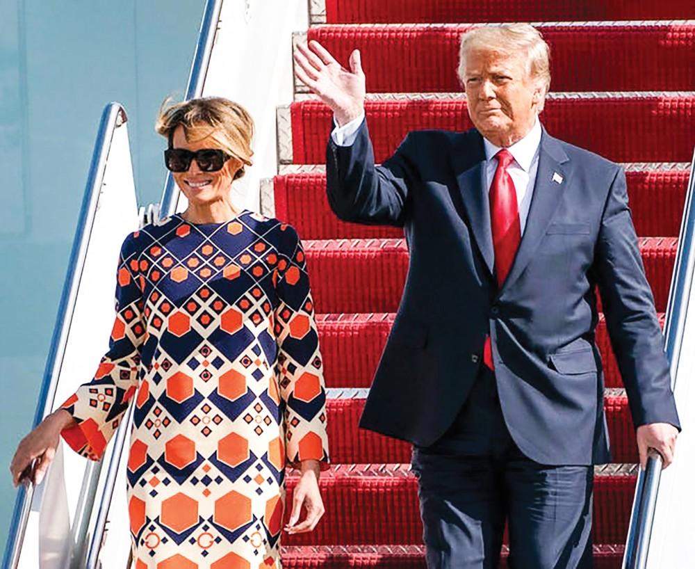 Cựu Tổng thống Trump và phu nhân trở về khu nghỉ dưỡng Mar-a-Lago, bang Florida hôm 20-1. Ảnh: Palm Beach Post