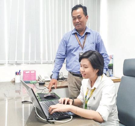 Chị Lê Ngọc Quyền và lãnh đạo FPT Software Cần Thơ chuẩn bị triển khai thực hiện các dự án năm 2021.