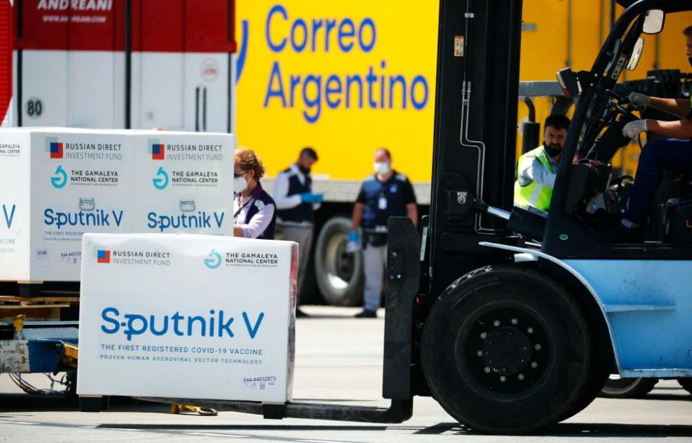 Argentina mua 25 triệu liều vaccine Sputnik V của Nga và đã tiêm trên 600.000 liều. Ảnh: Getty Images