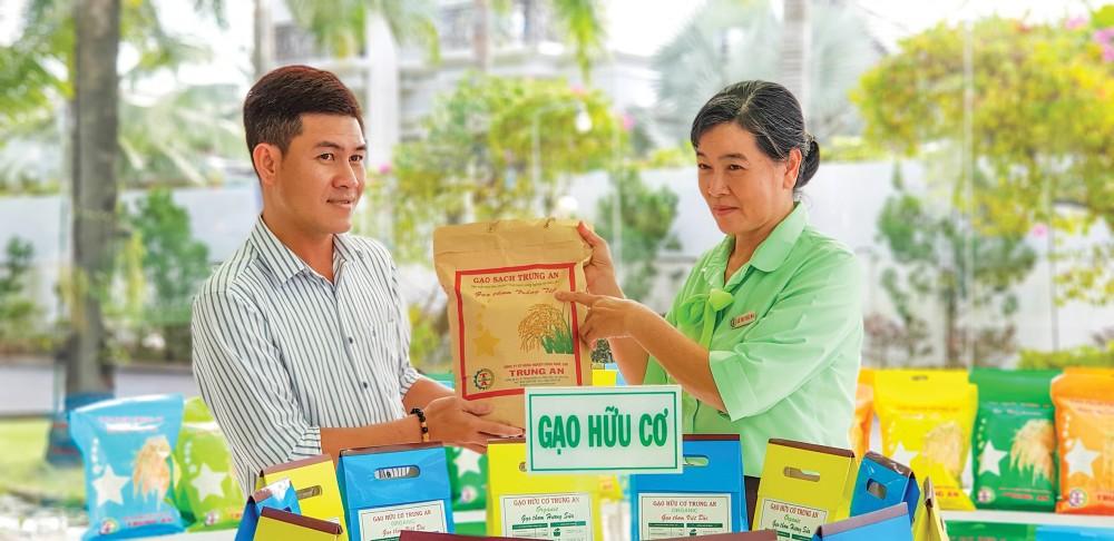 Sản phẩm gạo của Công ty CP Nông nghiệp công nghệ cao Trung An, TP Cần Thơ. Ảnh: V.Công