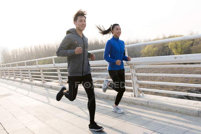 Chạy bộ thường xuyên giúp giảm tần suất cơn đau nửa đầu. Ảnh: Focused