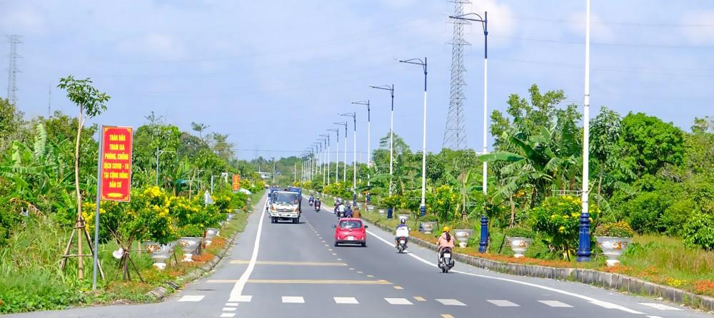 Tuyến đường Nguyễn Văn Cừ (đoạn Mỹ Khánh - Phong Điền) với hệ thống cây xanh phát triển tốt.