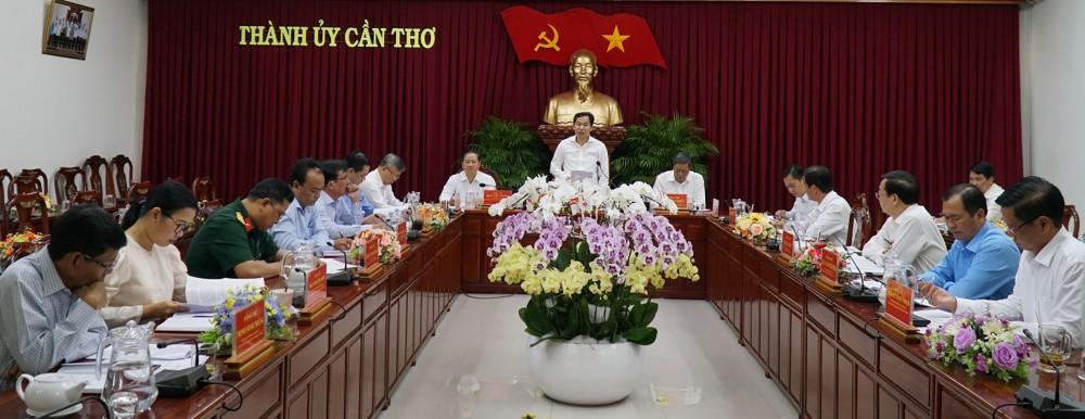 Đồng chí Lê Quang Mạnh, Ủy viên Trung ương Đảng, Bí thư Thành ủy phát biểu kết luận cuộc họp.