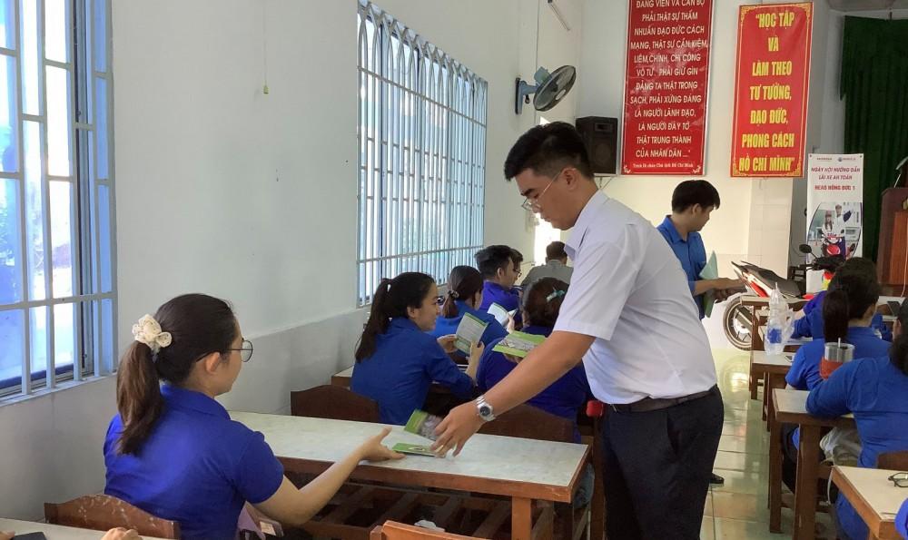 Quận đoàn Ninh Kiều thường xuyên tập huấn kỹ năng tuyên truyền về ATGT cho đoàn viên, thanh niên.