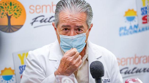 Bộ trưởng Y tế Ecuador Zevallos là nhân vật mới nhất mất chức vì vaccine COVID-19. Ảnh: CNN