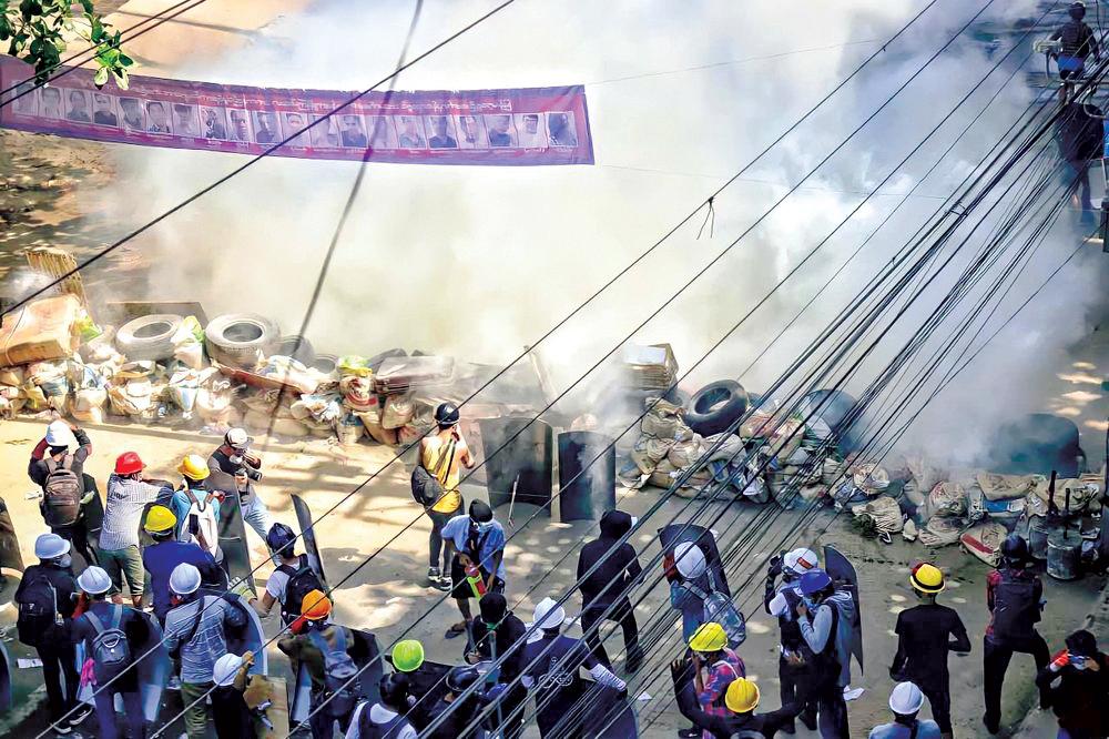 Bầu không khí căng thẳng tại thành phố Yangon của Myanmar hôm 5-3. Ảnh: AP