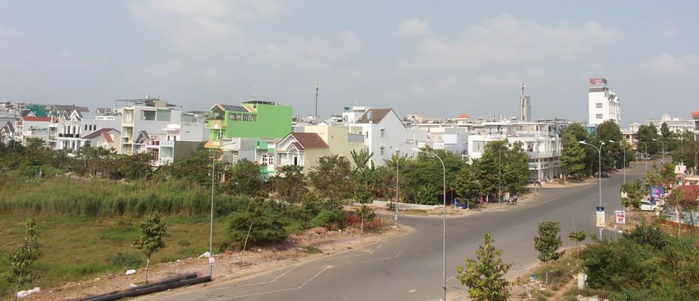 Tại Cần Thơ, các dự án gần trung tâm thành phố, gần đường lớn có mức giá bình quân từ 40-60 triệu đồng/m2. Trong ảnh: Một góc khu dân cư Hưng Phú, quận Cái Răng.